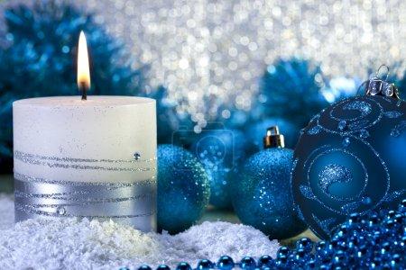 Foto de Bodegón de adornos de Navidad. - Imagen libre de derechos