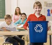 Papelera de reciclaje transporte estudiantil