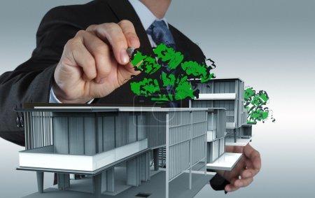 Photo pour Homme d'affaires dessine bâtiment concept de développement - image libre de droit