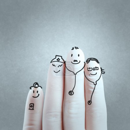 Photo pour Une belle famille dessinés à la main et le doigt, le médecin et l'infirmière - image libre de droit