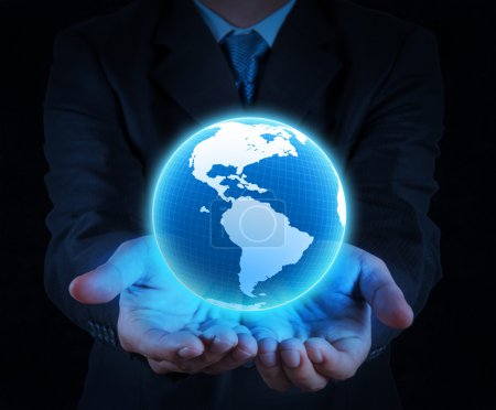 Photo pour Homme d'affaires, tenant un globe terrestre lumineux dans ses mains - image libre de droit