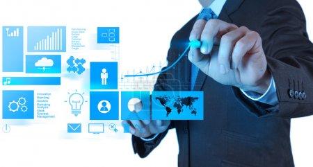 Photo pour Main d'homme d'affaires travaillant avec le nouvel ordinateur moderne et réussir en affaires comme concept - image libre de droit