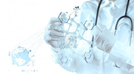 Photo pour Main de médecin chercheur toucher virtuelle structure moléculaire dans le laboratoire comme concept médical - image libre de droit