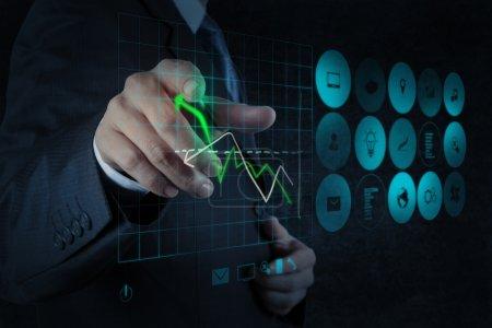 Photo pour Main d'homme d'affaires travaillant avec le nouvel ordinateur moderne et stratégie d'entreprise comme concept - image libre de droit