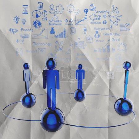 Photo pour Réseau social humain et leadership sur fond de papier froissé comme concept - image libre de droit