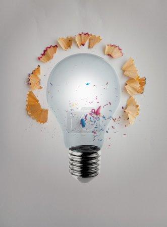 Photo pour Ampoule de rendu 3d avec poussière de scie à crayon sur fond de papier comme concept créatif - image libre de droit