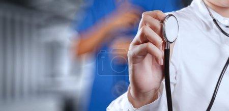 Foto de Éxito médico inteligente trabajando con quirófano como concepto - Imagen libre de derechos