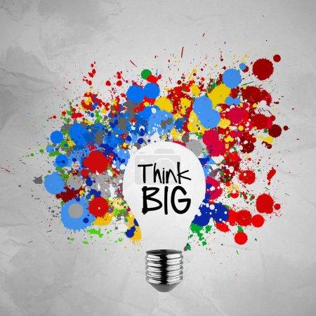 Photo pour Pensez grand mot avec fond de papier coloré splash couleurs ampoule froissé comme concept - image libre de droit