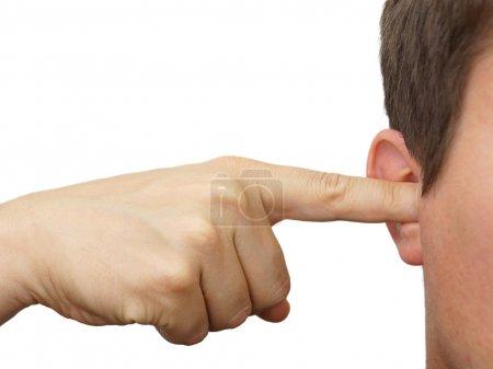 Photo pour Homme Boucher ses oreilles avec les doigts - image libre de droit