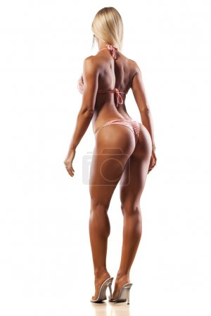 Photo pour Vue arrière de jolie fille musclée posant sur fond blanc - image libre de droit