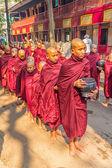 Buddhistické nováčky v mandalay