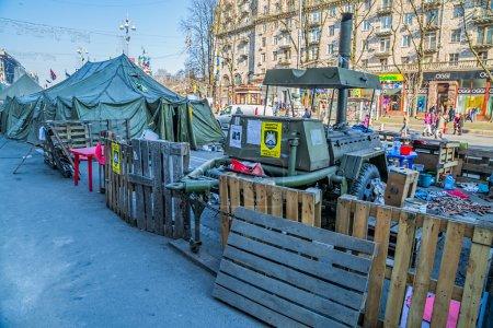 Photo pour Kiev, ukraine - 22 mars 2014 : personnes encore vivant à maidan carré pour maintenir la révolution et en attente de l'élection présidentielle. - image libre de droit