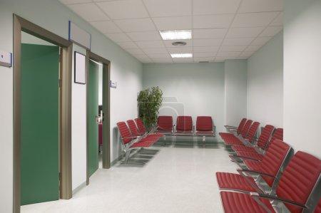 Photo pour Salles d'attente de zone et de la chirurgie à la clinique ne centre aucun peuple - image libre de droit