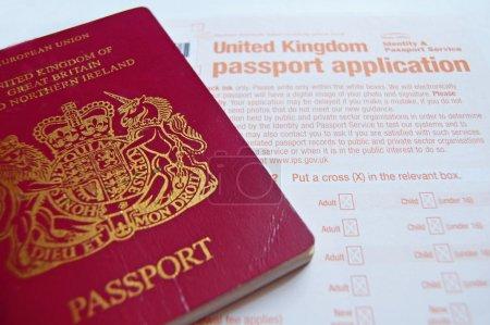 Photo pour Formulaire de demande de passeport et Royaume-Uni - image libre de droit