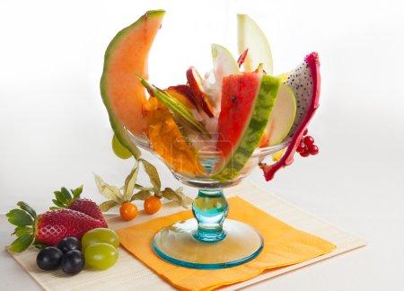 Photo pour Crème glacée aux fruits - image libre de droit