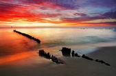 Polsko, oceán západu slunce na pláži