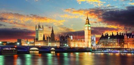 Photo pour Maisons du Parlement - big ben, london, uk - image libre de droit