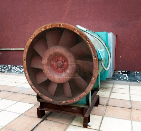 Exhaust fan and exhaust system