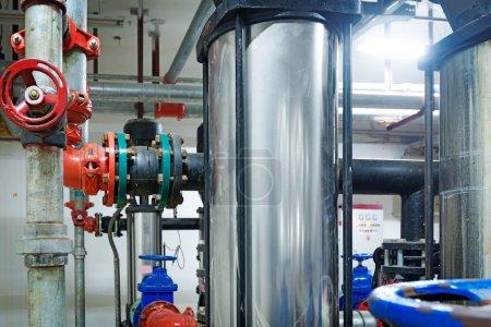 Photo pour Pompe à pression pour l'eau courante dans un bâtiment - image libre de droit