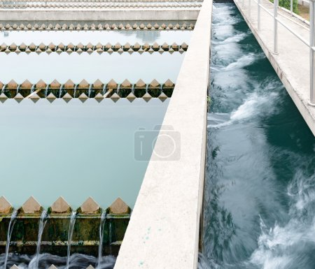 Photo pour Usine de traitement des eaux usées urbaines modernes - image libre de droit