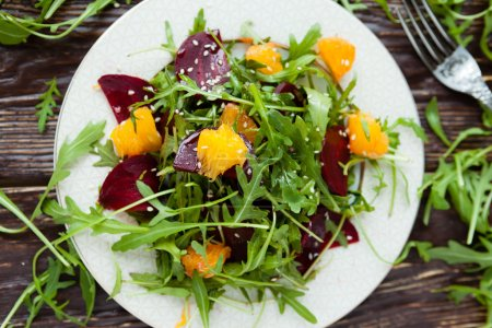 salad with arugula and beets
