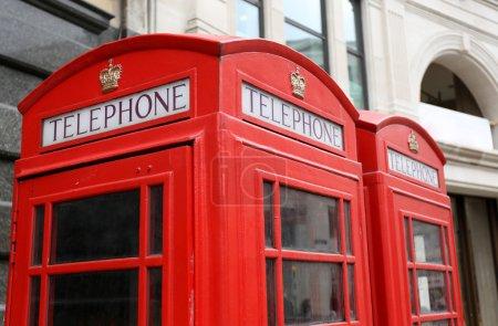 Photo pour Cabine téléphonique rouge classique à Londres, Angleterre, Royaume-Uni - image libre de droit