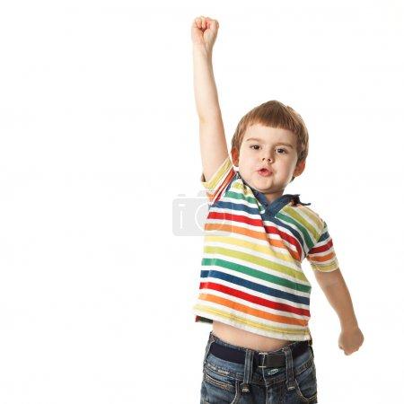 Foto de Chico alegre levantó su mano. aislado sobre fondo blanco. tiroteo en el estudio - Imagen libre de derechos