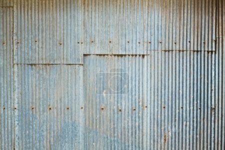 Photo pour Mur de tôle de zinc ondulé grunge - image libre de droit
