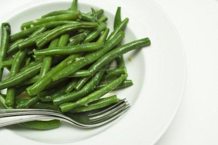Photo pour Un plat de haricots verts cuits - image libre de droit