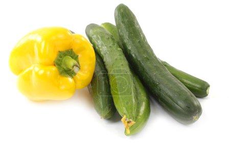 Foto de Pepinos y pimientos amarillos - Imagen libre de derechos