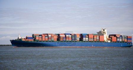 Photo pour Navire porte-conteneurs au port de Rotterdam - image libre de droit