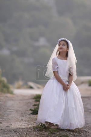 Photo pour Fille célébrant sa première communion - image libre de droit