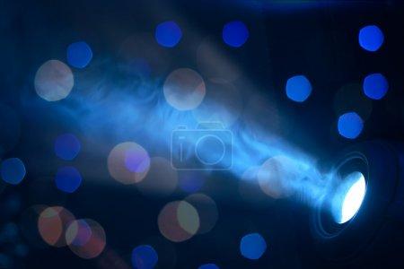 Photo pour Lumières bleues de scène - préparées pour la production et le tournage - image libre de droit