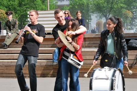 Young street musicians teach spectators and passers-by to play musical instruments directly in the Park
