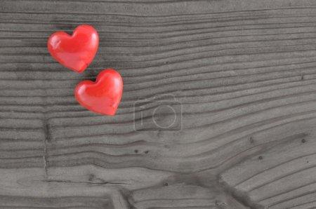 Photo pour Coeur sur fond vieux bois, espace de copie, pour la Saint Valentin . - image libre de droit