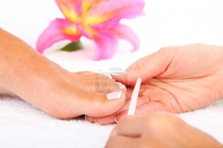 Photo pour Photo traitement beauté de beaux pieds pedicured - image libre de droit