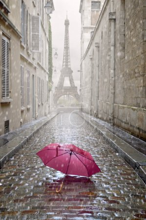 Photo pour Rmantic alley on a rainy day with red umbrella. - image libre de droit