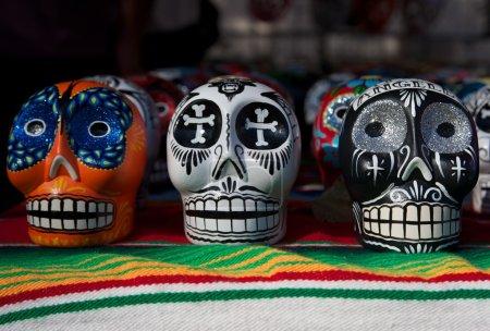 Photo pour Plusieurs jour des crânes mort colorés - image libre de droit