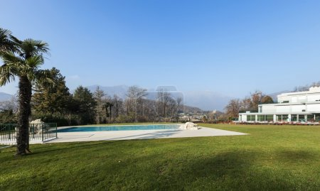 modern architecture, swimming pool view
