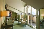 Interiér bytu, pohodlné apartmá, podkrovní pokoj