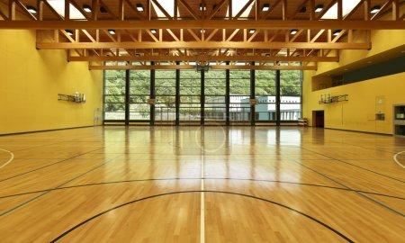 Photo pour École publique, salle de gym intérieure large - image libre de droit