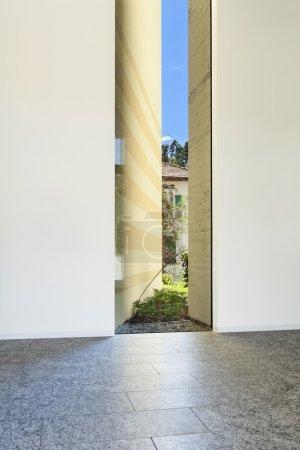Foto de Edificio interior, piso de granito, pared blanca - Imagen libre de derechos