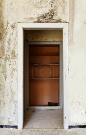 Old house, door