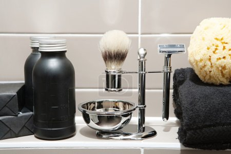 Man exclusive grooming and shaving kit