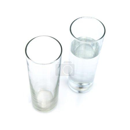 Photo pour Verre à eau isolé sur fond blanc - image libre de droit