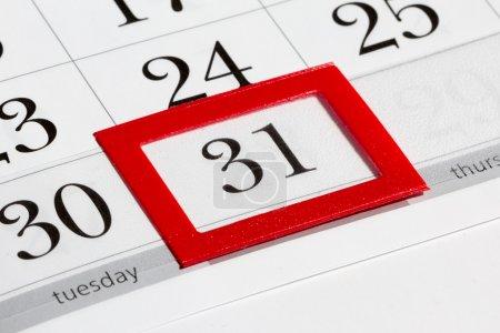 Photo pour Page du calendrier avec la date marquée du 31 - image libre de droit