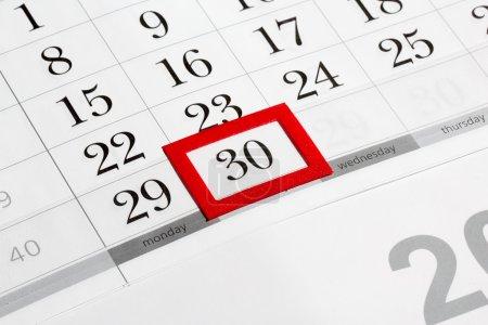 Photo pour Page du calendrier avec la date marquée du 30 - image libre de droit