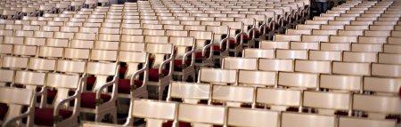 Photo pour Salle de concert, chaises, salle vide - image libre de droit