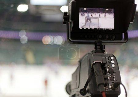 Foto de Camcorder profesional a la difusión del hockey - Imagen libre de derechos