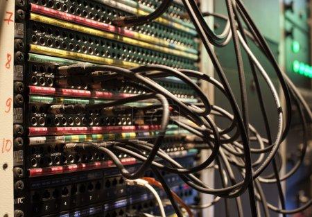 Photo pour Mixer de la musique en studio closeup - image libre de droit
